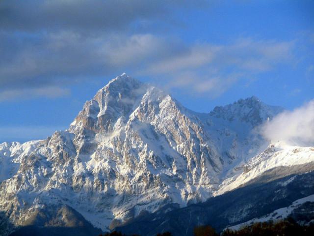 143032-neve-sul-gran-sasso