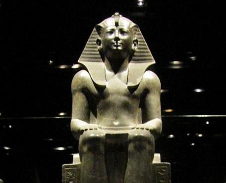 Statua_faraone_(Torino_Museo_Egizio)